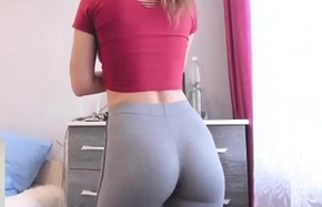 Order of the day newborn connected concerning skin-tight yoga pants flaunting seethe ding-dong dorm